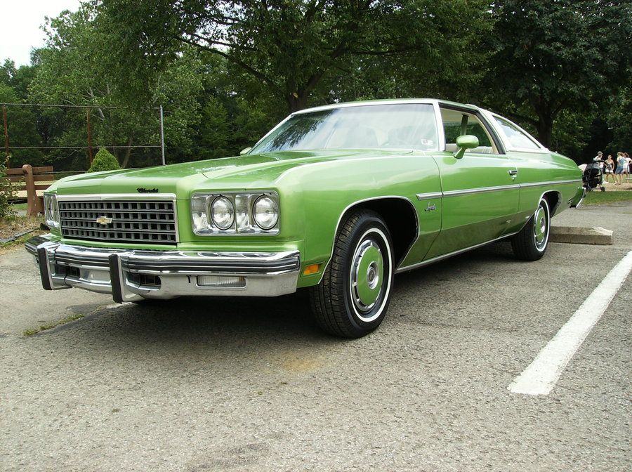 1976 Impala Carry Over Design From 75 While The 76 Caprice Got New Rectangular Headlight