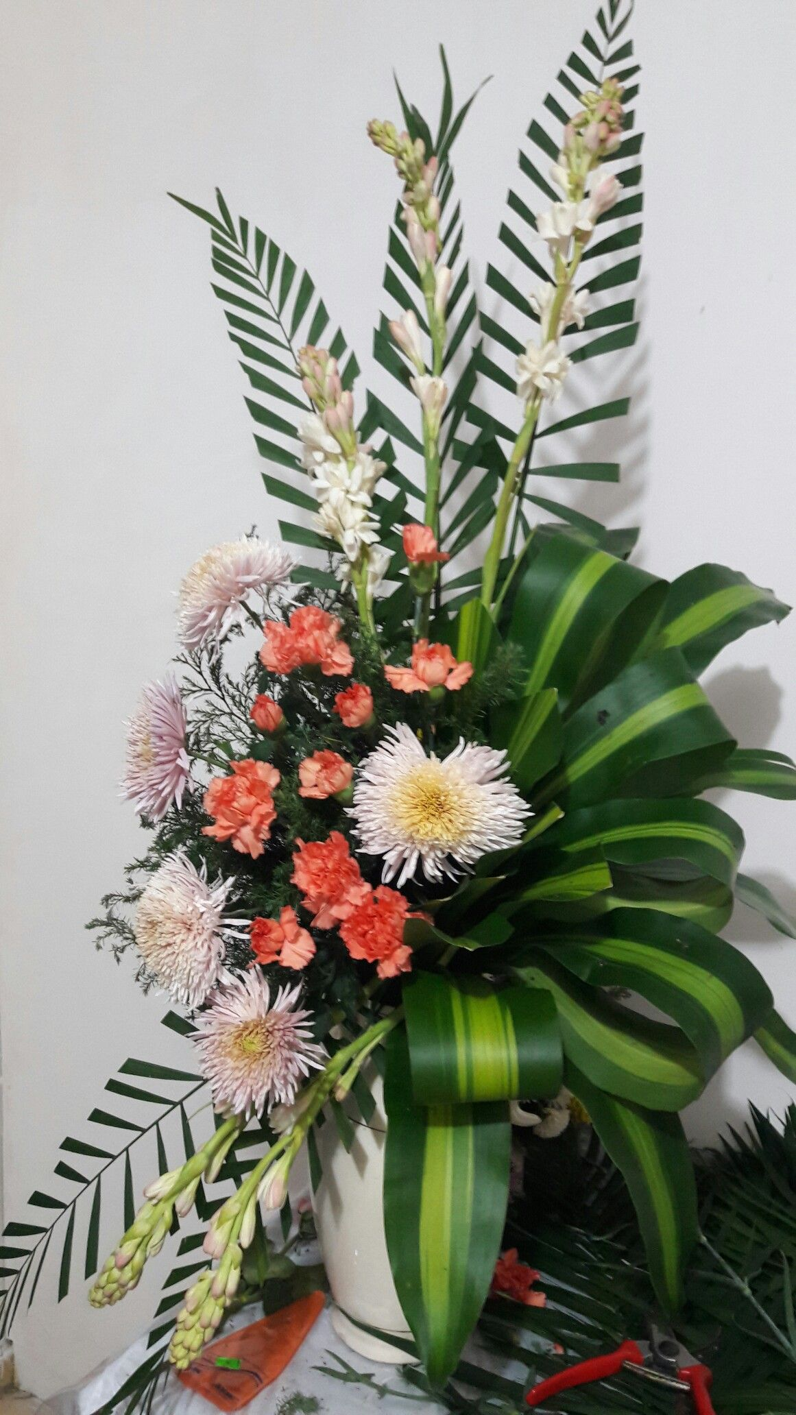 Pin by thomas bolton on floral pinterest flower arrangements pin by thomas bolton on floral pinterest flower arrangements floral arrangement and floral izmirmasajfo