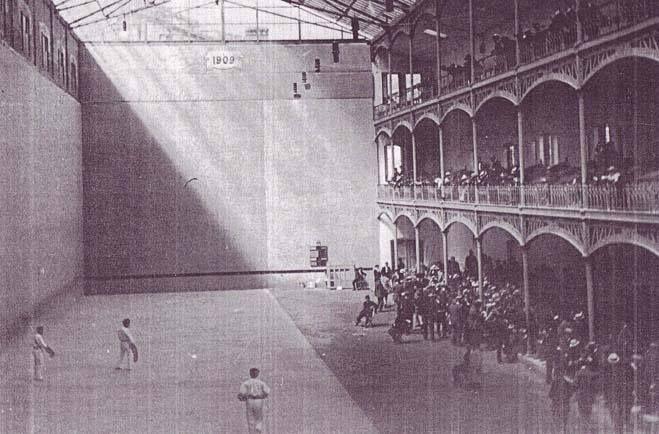 El Euskal-Jai fue un frontón situado en el casco viejo de Pamplona. Se inauguró en 1909 y se mantuvo con una programación estable hasta 1977