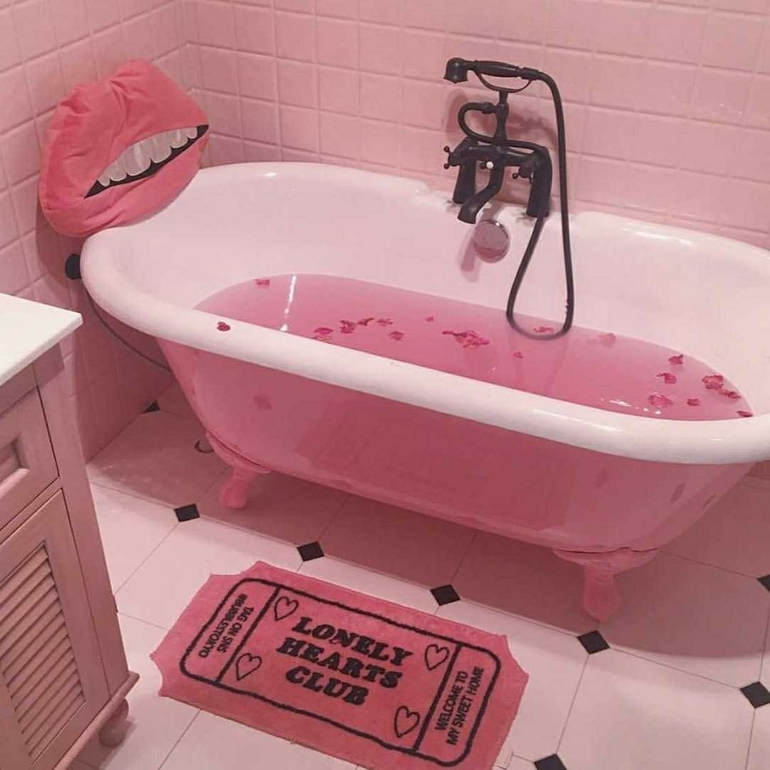 Pretty Pink Bath Tub #pretty #pink #bathtub #cute