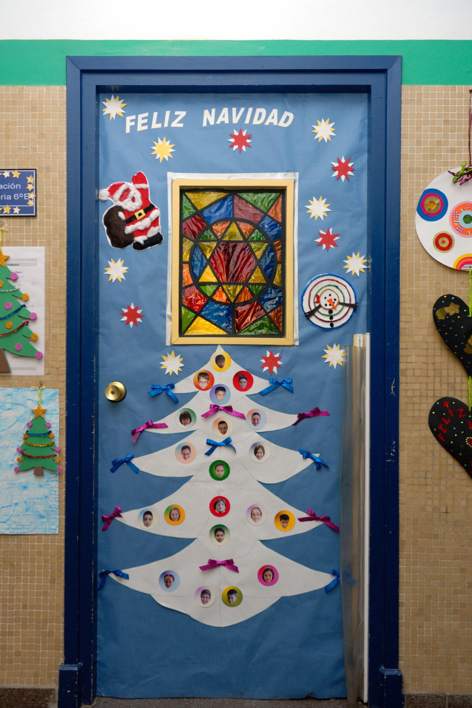 Puertas navide as decoradas tema regalos buscar con for Puertas decoradas con dinosaurios