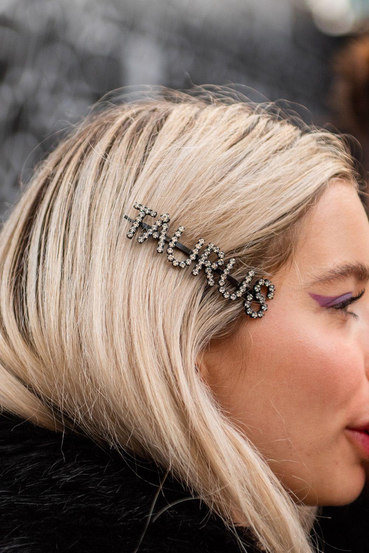10 Hair Clip Hairstyles To Copy Fr 10 Hair Clip Hairstyles To Copy From Street Style Hair Clips How To Style In 2020 Clip Hairstyles Hair Clips Hair Accessories