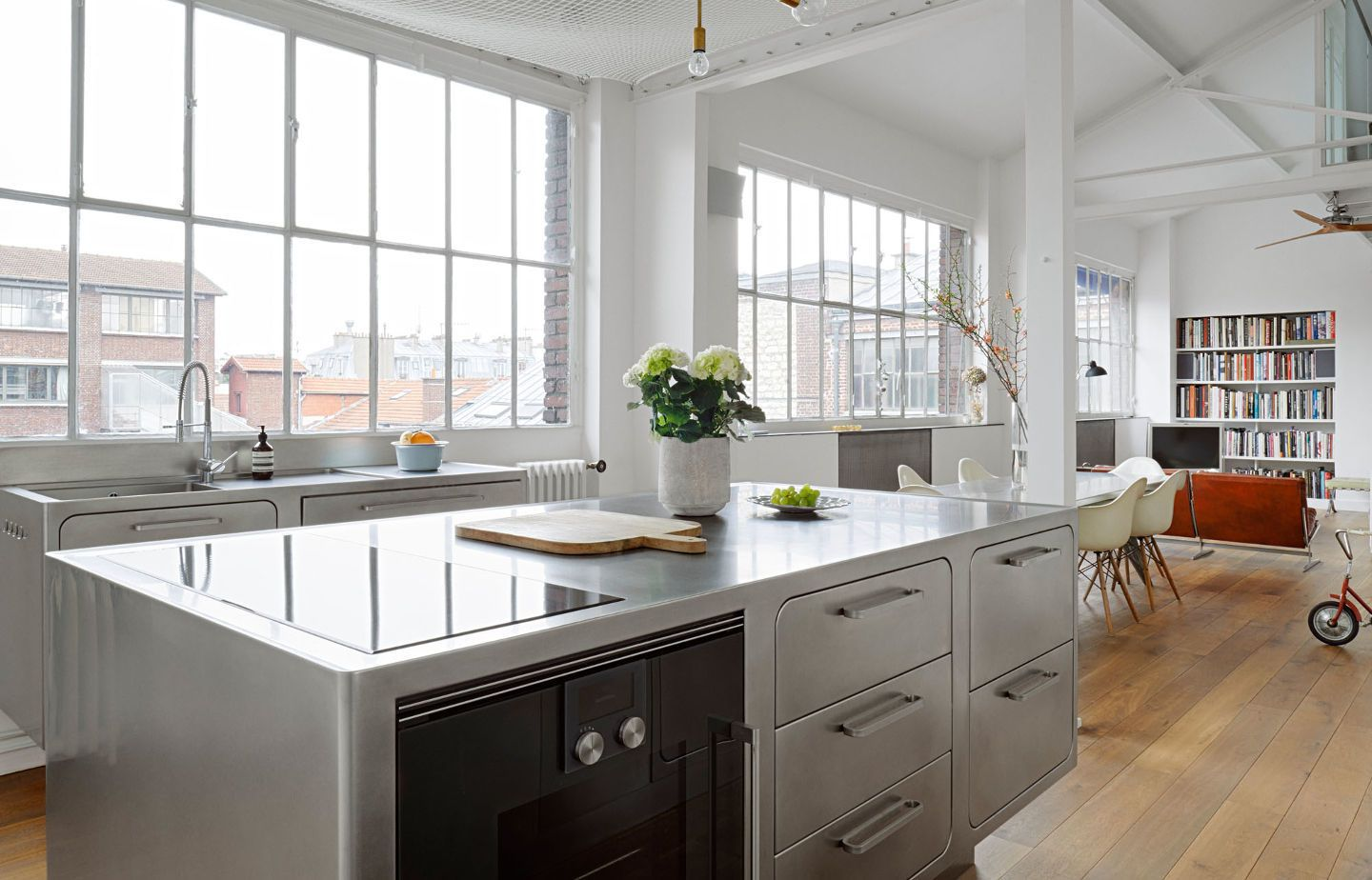 Kitchen Of The Week An All Stainless Design In A Paris Loft Remodelista Industrial Style Kitchen Industrial Decor Kitchen Kitchen Design