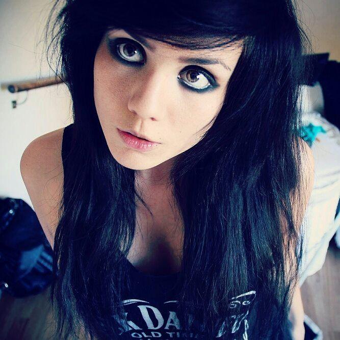 Emo Girl Smudget Eyeliner Look Black Hair Blue Eyes Eyeliner