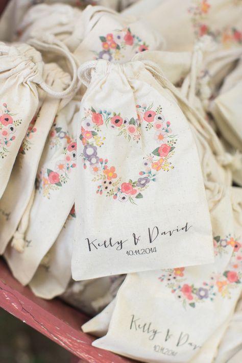 Photography Carlie Statsky Www Carliestatsky Com Read More Http Www Stylemepretty Com C Wedding Souvenirs Diy Diy Wedding Favors Diy Wedding Decorations