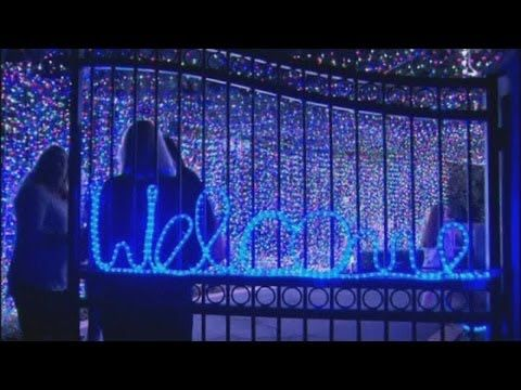 "AUSTRALIA (D., 8 DIC 2013) ||||| CANBERRA ""Amazing Christmas Light Display Sets World Record"""