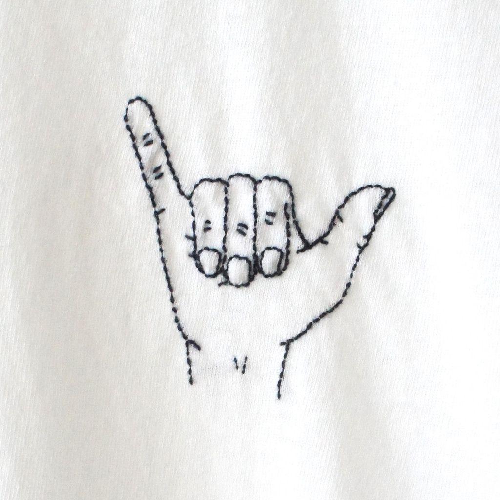 Shaka Finger Embroidery TShirt | Bordado, Parche y Patrones de puntada