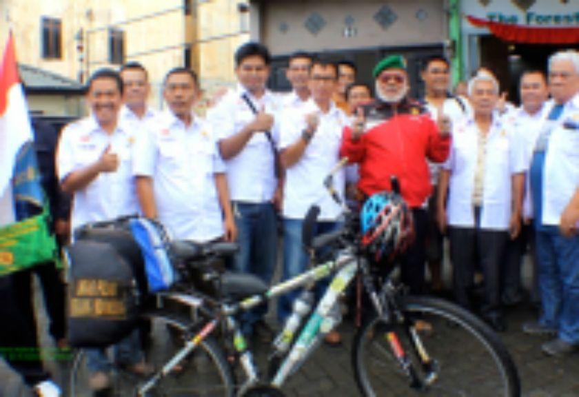 Hebat! Pakai Sepeda, Pria Tua Badui Ini Mengunjungi 29 Provinsi