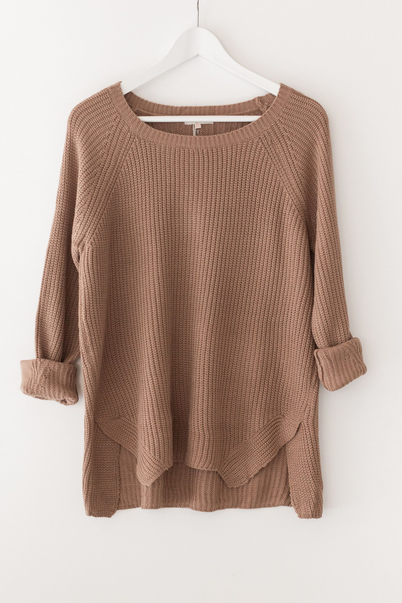 33d2b989ead2 Classic chunky knit sweater - Round neckline - Long sleeves - Side slits - Loose  fitting - 55% Cotton 45% Acrylic - Imported