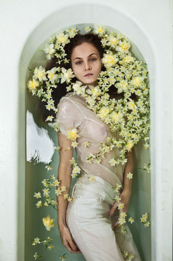 Flowers in bath tub photography fashion 554 837 for Bathroom photoshoots