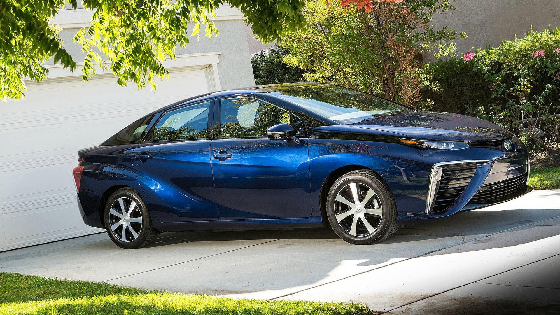 New 2019 Toyota Mirai First Pictures