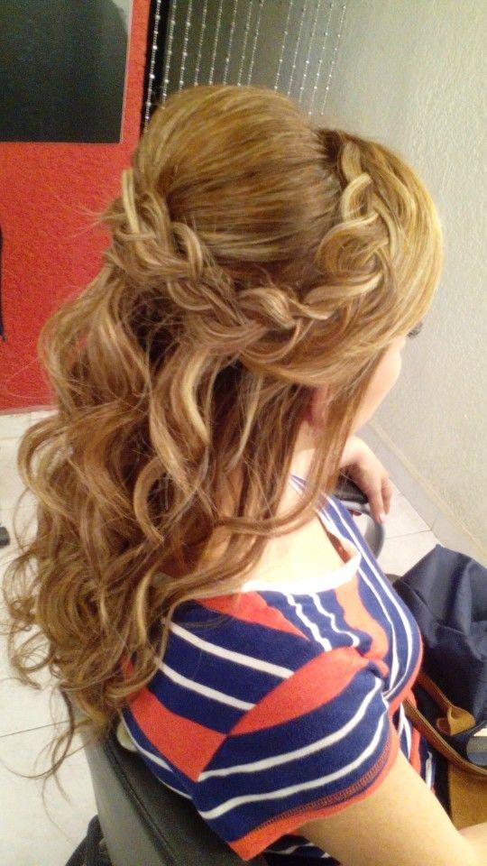 Sorprendentemente fácil peinados medio recogidos Fotos de cortes de pelo Ideas - Medio recogido con trenza | Hair, Hair styles, Hair makeup