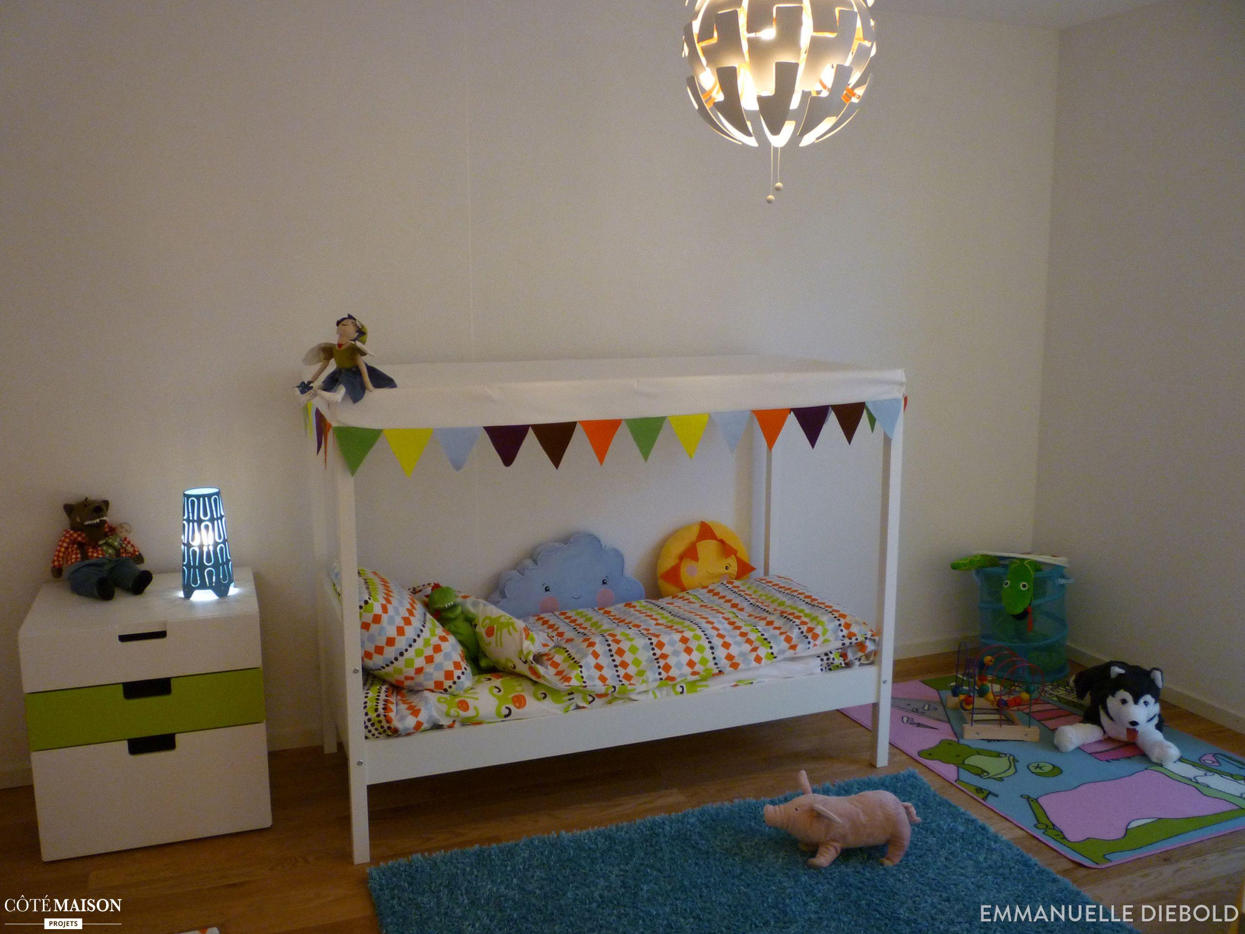 Un lit qui évoque une petite cabane l idéal pour une chambre d
