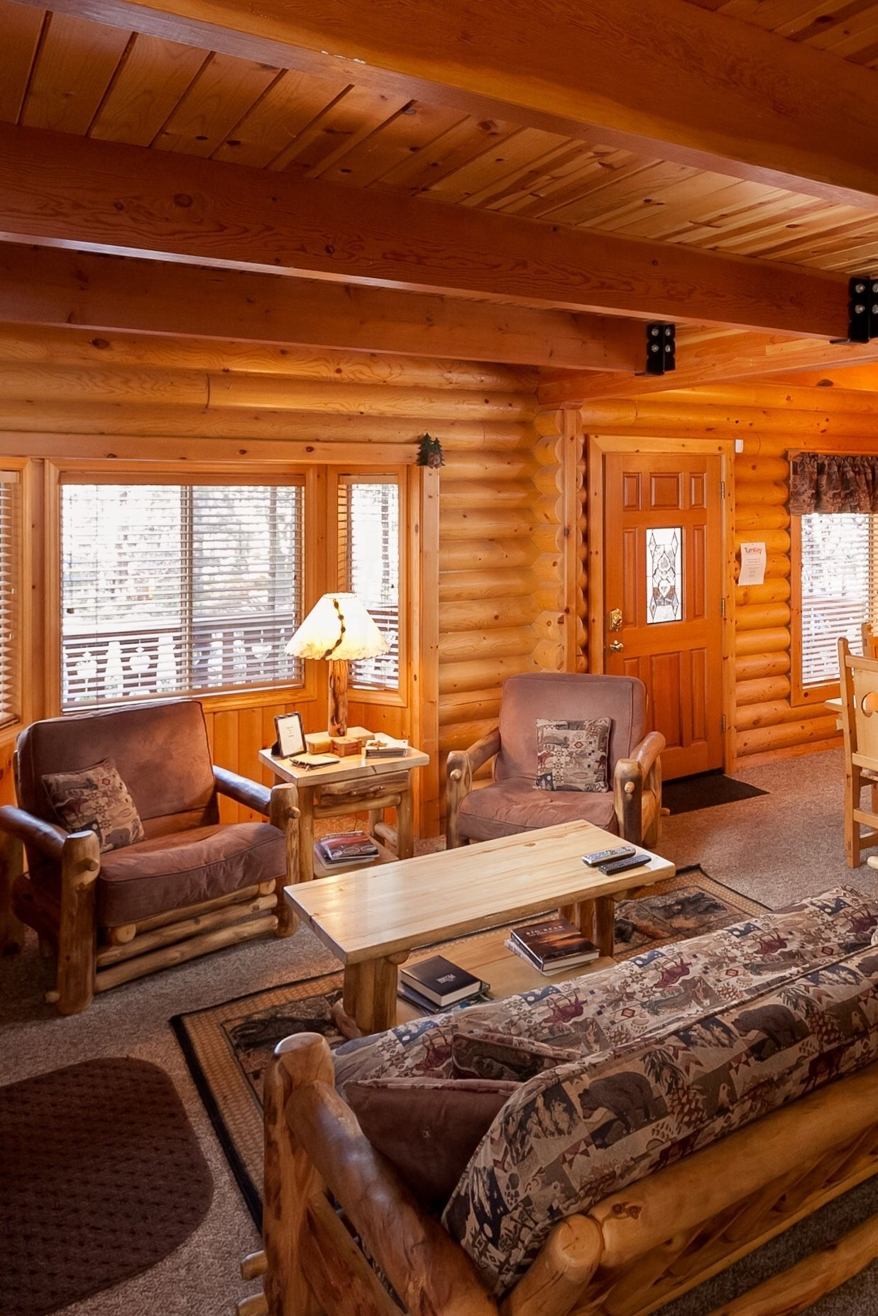 Cozy home w hot tub huge game room 1 block to snow