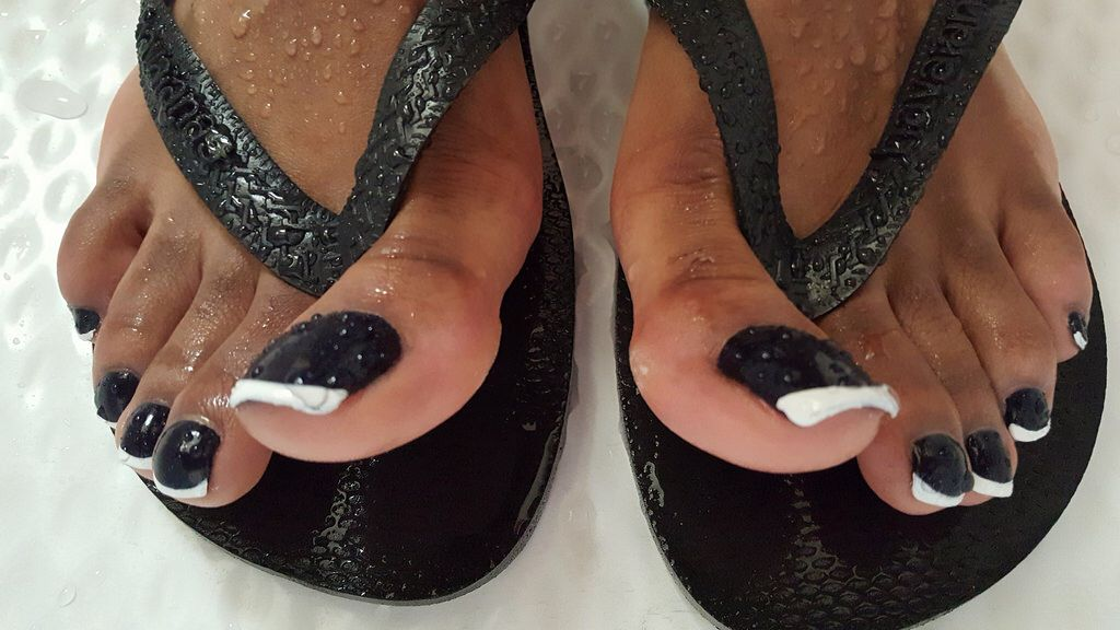 ebony long toenails
