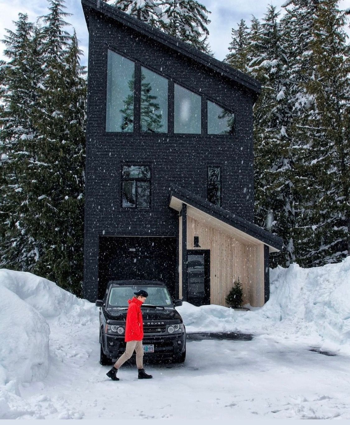 Pin By Patricia Porto On Arctic Modern House Black House Exterior House In The Woods Black House