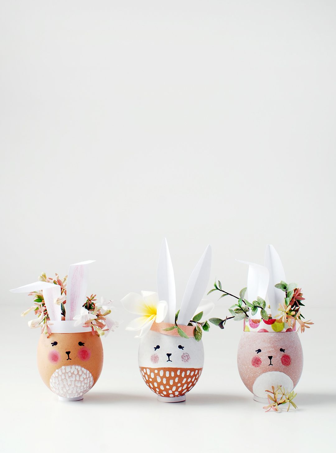 Easter craft ideas. Make mini Easter Bunny vases and planters from eggshells. So adorable and fun to make. Perfect Easter decorations or gifts.