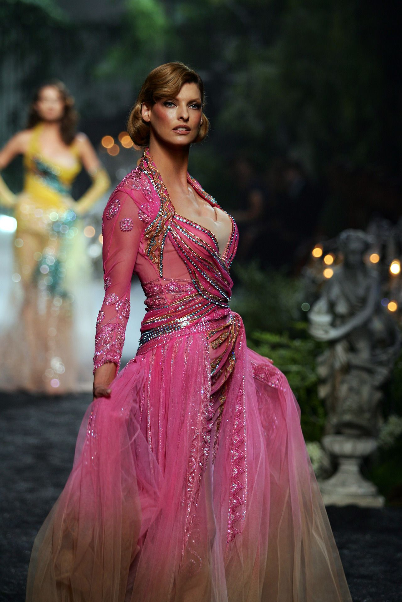 luckymag: #TBT: Linda Evangelista\'s Dior Dress Is The Sparkliest ...