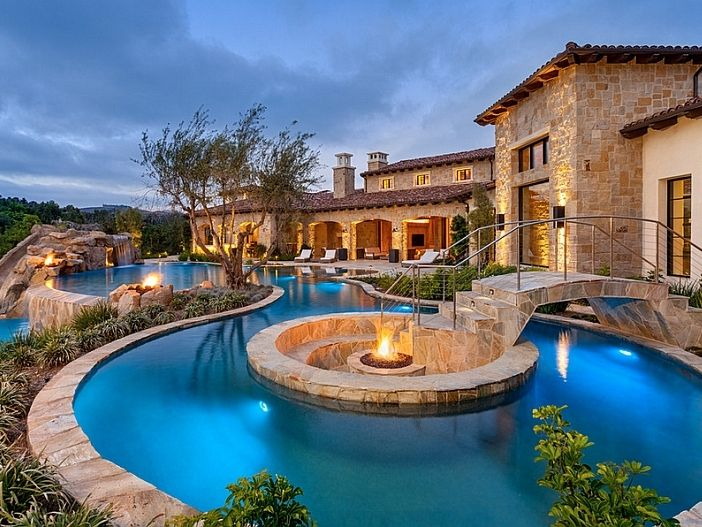 Sunken Fire Pit At The Heart Of Pool