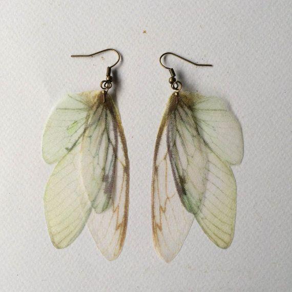 Flügel - Flügel handgemachte Elfenbein blass blaue und grüne Seide Organza Schmetterling Zikade Moth Ohrringe