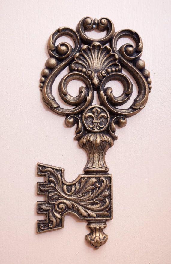 Door knobs & Giant rocco key with fluer de lis medallion | Key Door knob lock ... Pezcame.Com