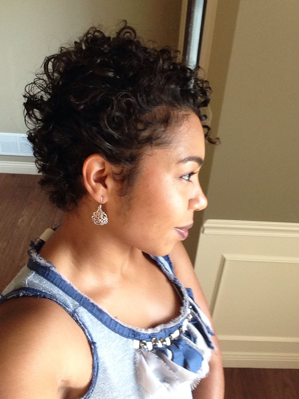 new hair! short curly hair can work for a round face! type