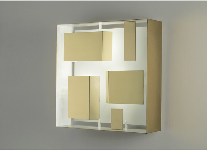 Design Gio Ponti. Dimensioni 400 x 400 x 125 mm.