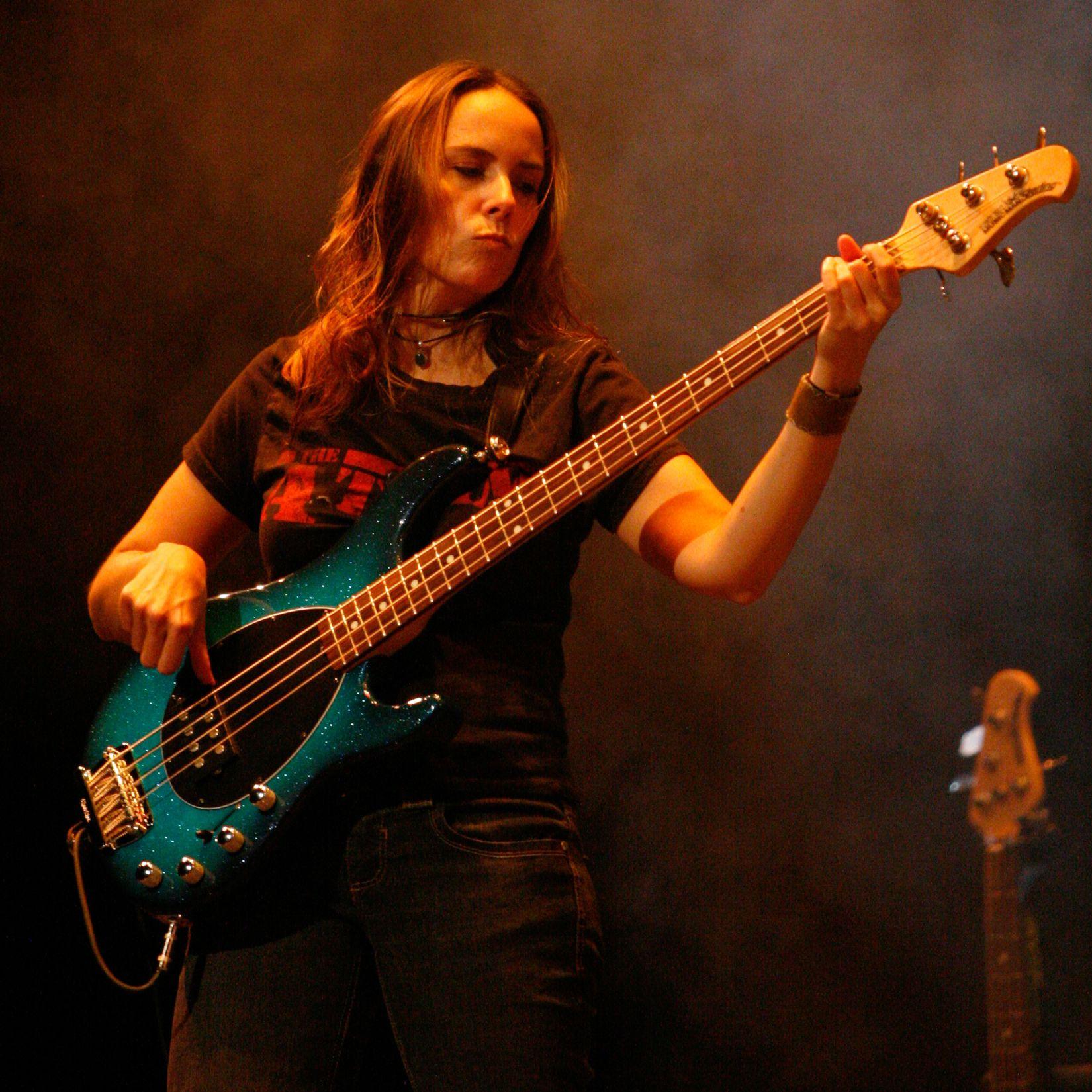 Jennifer young girls rock female artists guitar player