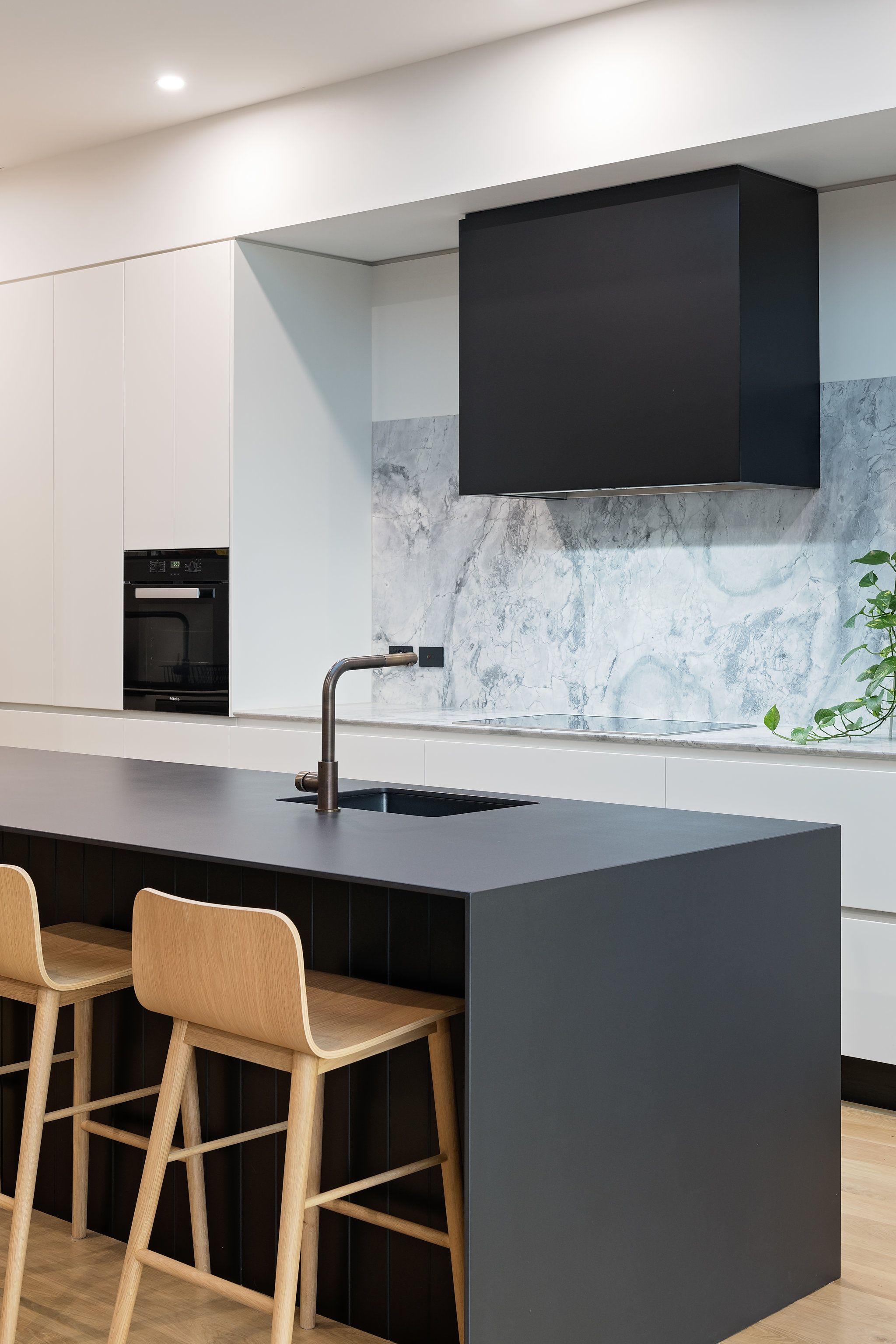 Dekton Island Bench With A Super White Marble Splashback Manufactured And Installed By Steedform Amazing S Interior Design Kitchen White Kitchen Tiles Dekton
