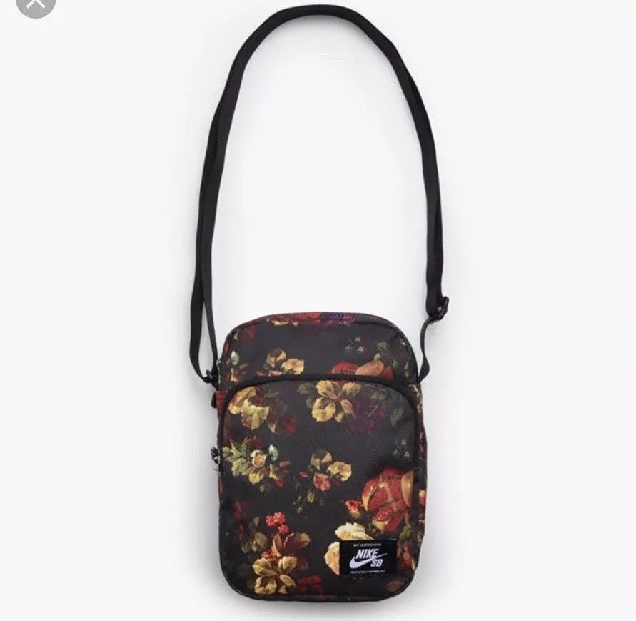 9b0a453a0dba Nike SB Floral Shoulder Bag Waste Bag Fanny Pack BA5849 010 New Rare  Nike   MessengerShoulderBag