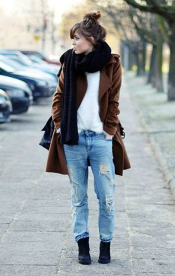 Street  Style Spotlight  25 Ways To Wear Boyfriend  Jeans Tepláky ea4d434993