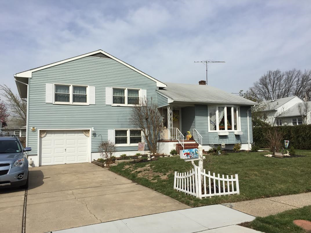 Well Kept Split Level In Sought After Part Of Town Close To Schools Park And Shopping Locations Great S In Ground Pools Concrete Driveways Enclosed Porches