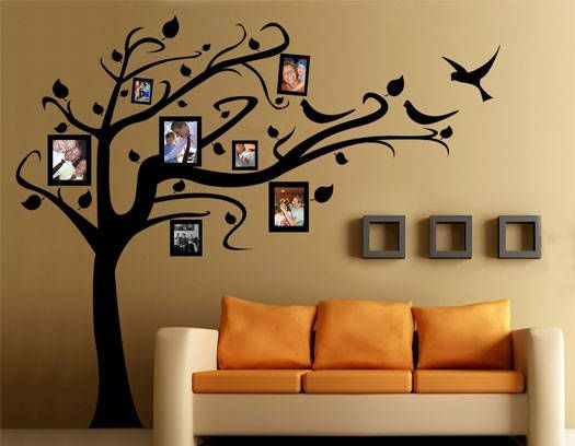 uso de calcomanas de pared con diseos de flores o rboles combinadas con fotografas familiares decoracion