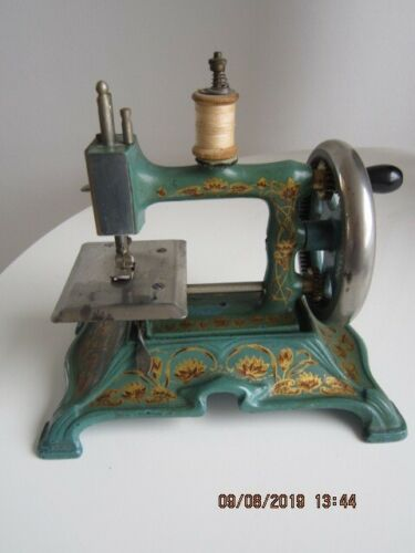 antique cast iron toy sewing machine MULLER no 15, RARE
