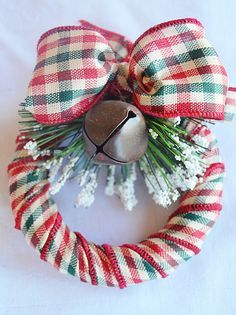 Mini Wreath Tutorials 5 Different Styles! Good instructions and easy to make. Each is very different, and I like them all!