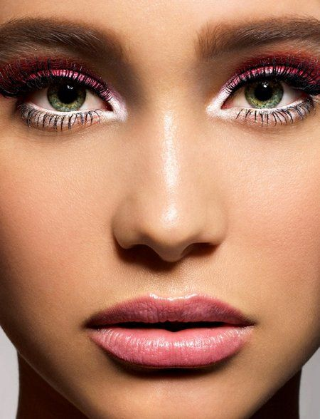 How To Properly Apply Eye Shadow? http://www.fashiontrend.me/how-to-properly-apply-eye-shadow-3306/
