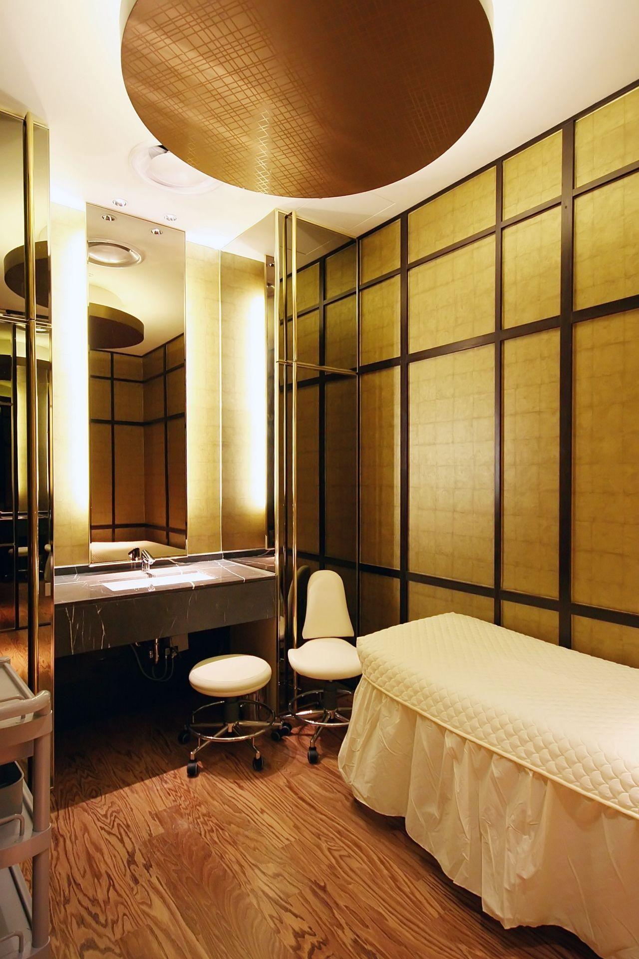 Lotte Chungyangri Department store 1F Skincare Room. 2008