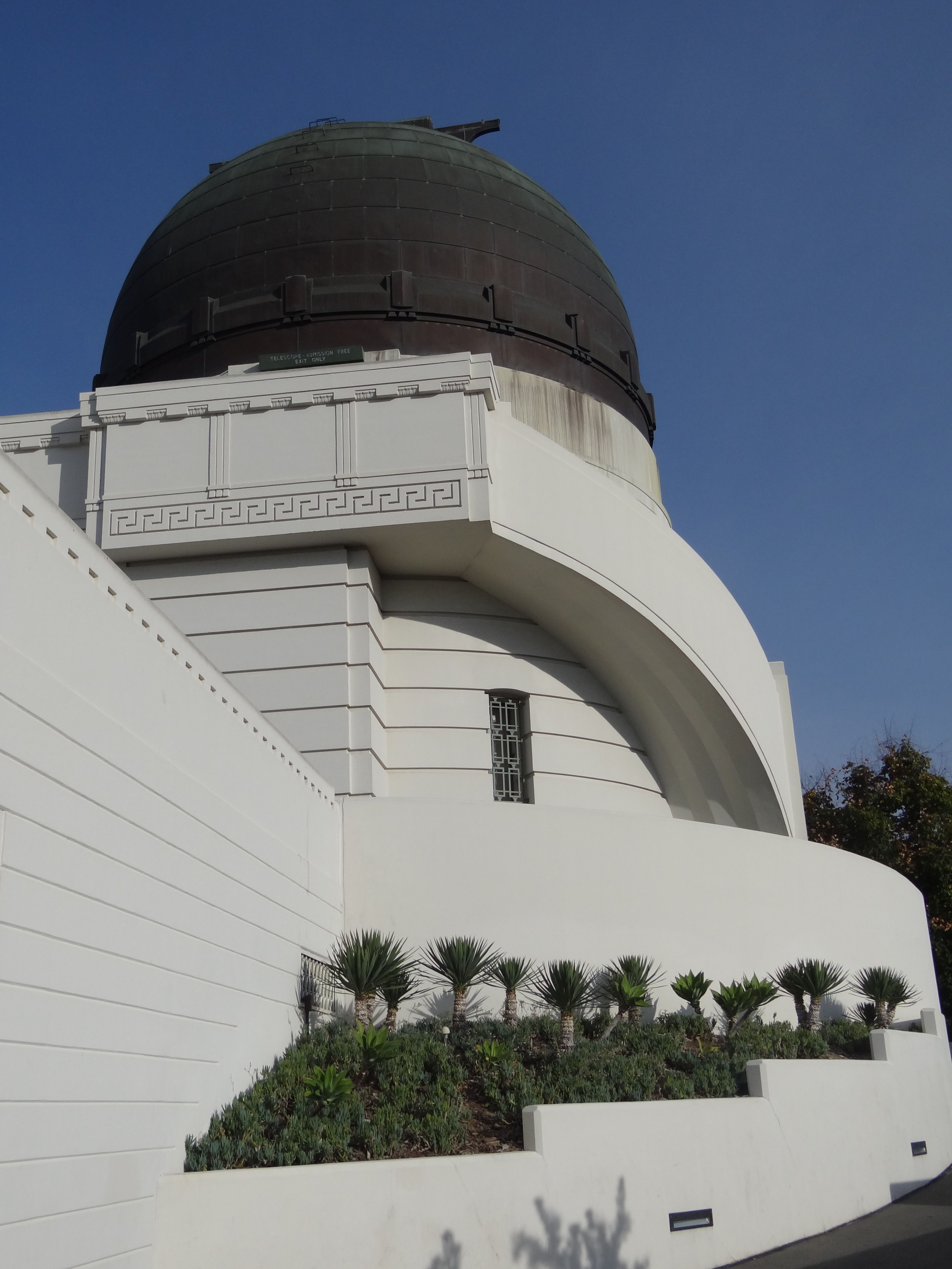 Griffith Observatory Is In Los Angeles California United States Sitting On The South Facing Slope Of Mo Griffith Observatory Beautiful World Favorite Places