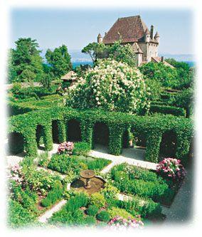 Le labyrinthe, jardin des Cinq Sens à Yvoire | France