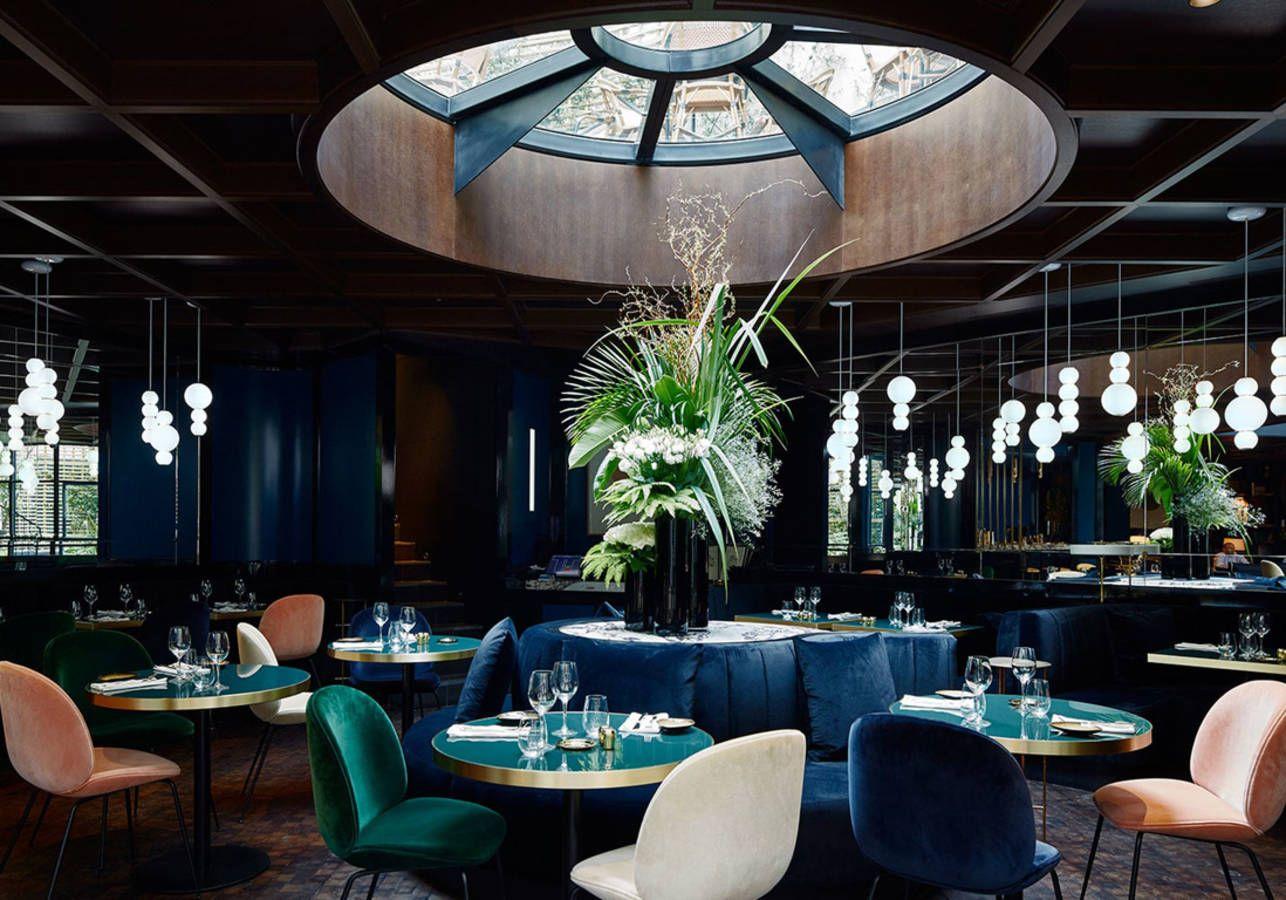 Un restaurant d\'hôtel aux multiples bleus pour un effet cosy ...