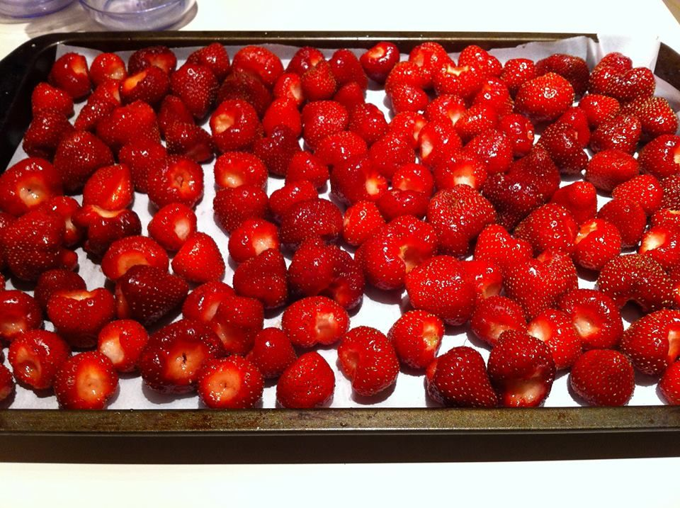 how to freeze fresh berries for smoothies