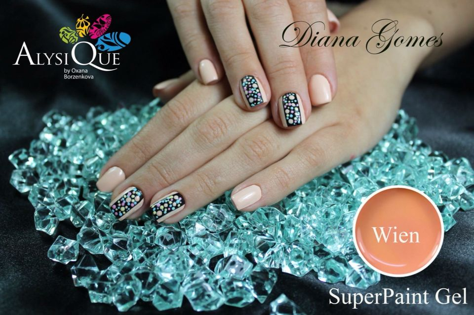 Uñas realizadas con gel paint Alysique