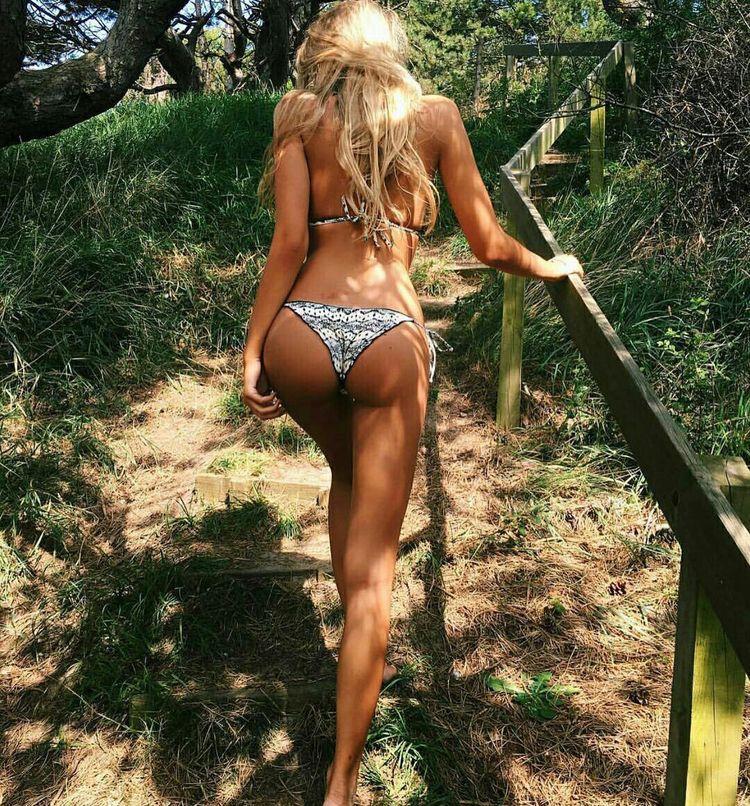 bikini camp madchen
