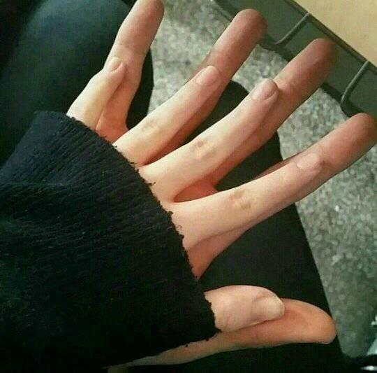 My little hand vs his big hand [ BOYFRIEND MATERIAL ...