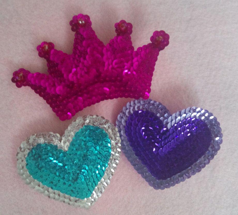 Sequin hair clip heart and crown shape / Gancho de lentejuela en forma de corazón y corona de NicelSeoane en Etsy
