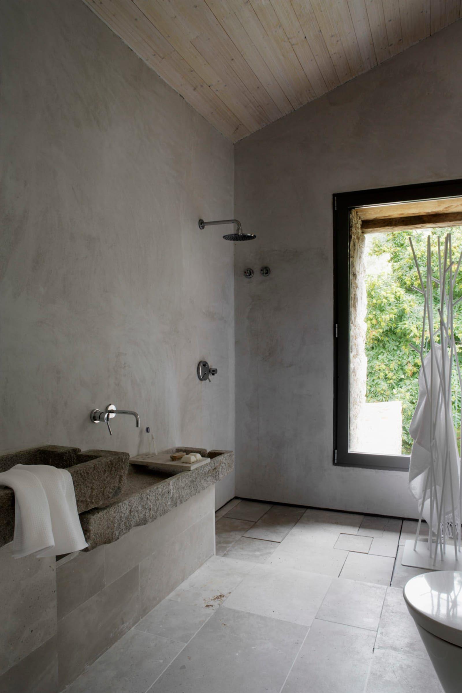Abaton Architects Off Grid Home In Extremadura Diseno De Bano