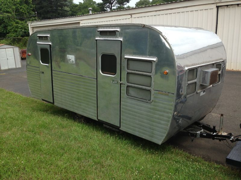 Classic 18ft Yellowstone Camper 1957 Low Reserve Ready To Use Or Restor Nice Vintage Campers Trailers Vintage Travel Trailers Vintage Trailers