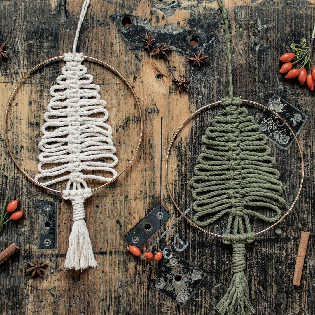 DIY: Makramee-Weihnachtsbaum im Goldring