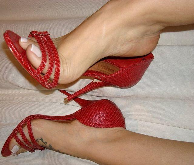 pretty feet | Dangle