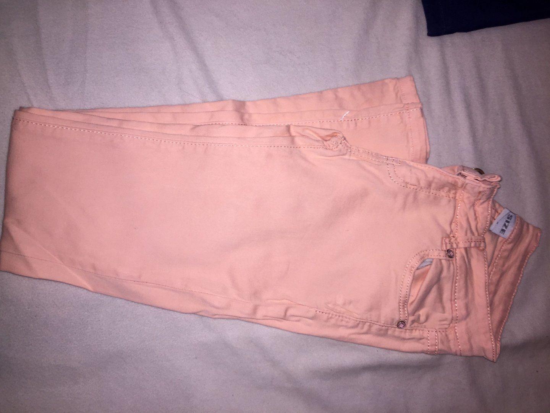 10,00€ · Pantalón pitillo color naranja rosado claro. · En el pantalón se puede ver que pone talla M pero más bien viene muy pequeña y es una XS o S ya que es elástico. Es un color muy ponible para el entretiempo. Usado pero en perfecto estado. · Moda y complementos > Ropa de mujer > Pantalones de mujer > Pantalones pitillo de mujer